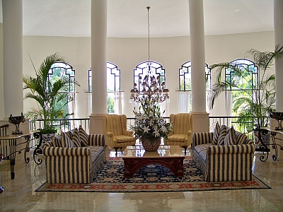 Sitting Area in Lobby at Royal Hideaway Playacar